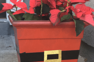 DIY Holiday Projects: Santa Claus Planter & Festive Wall Décor